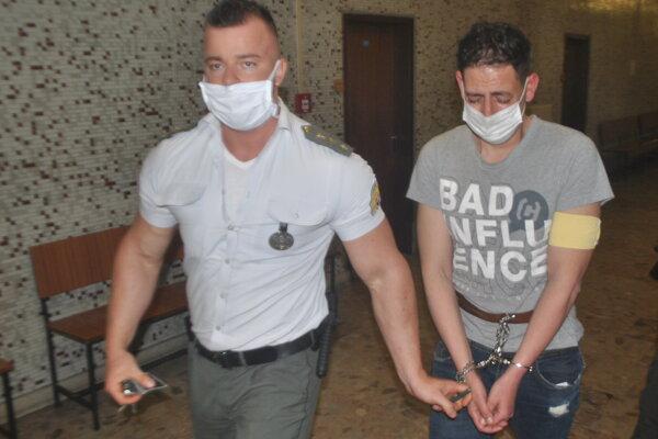 Alžírčan znášal súdne konanie veľmi ťažko.