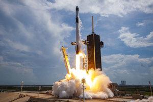Štart rakety Falcon 9 s posádkou v sobotu 30. mája 2020.