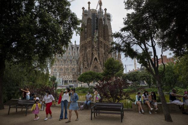 Námestie pred bazilikou La Sagrada Familia v Barcelone v nedeľu 31. mája.