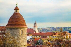 Pohľad z kalvárie na Rotundu sv. Juraja a Farský kostol sv. Michala.