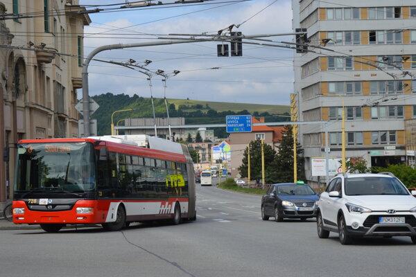Mesto Prešov sa púšťa do preferencie MHD. Zatiaľ však nemá vyčlenených dostatok peňazí na jej kompletné spustenie. Začínajú s úpravou svetelných signalizácií.