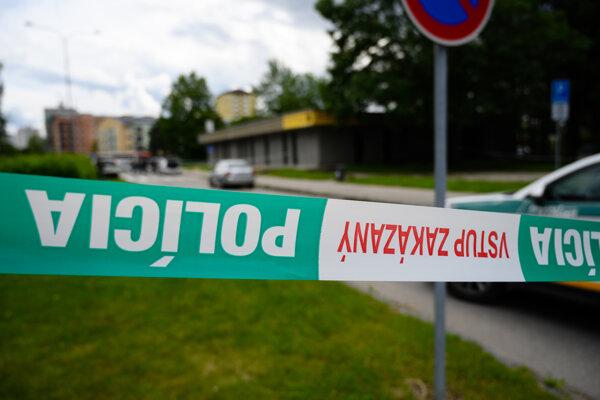 Pri útoku na škole vo Vrútkach zomreli dvaja ľudia.