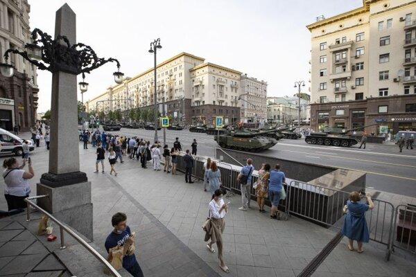 Vojenská prehliadka v centre Moskvy na počesť Dňa víťazstva bola ovplyvnená pandémiou.