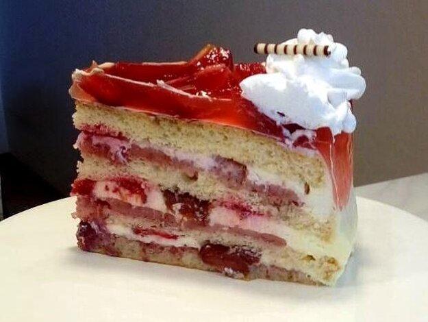 Jahodová torta s mascarpone a Pribináčikom