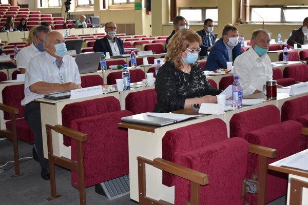 Poslanci na rokovaní mestského zastupiteľstva vrátenie dotácie neschválili.