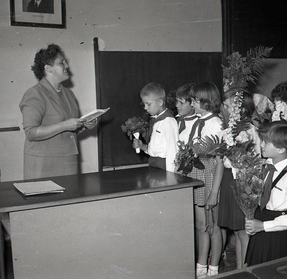 1960. Koncoročné vysvedčenie v škole Petra Jilemnického v Bratislave.
