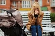 Osamelí rodičia sa musia vysporiadať s dlhodobým výpadkom druhého príjmu v rodine, ktoré výživné nenahradí.