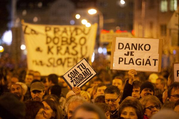 V novembri 2018 vyzývali na odchod Andreja Danka.