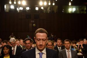 Zakladateľ a výkonný riaditeľ Facebooku Mark Zuckerberg na rokovaní senátu v roku 2018.