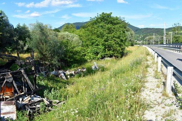 Zhorenisko na začiatku cesty do oddychovej zóny na Slavojke v Považskej Bystrici.