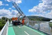 Regionálne cesty Bratislava vykonali spolu so statikmi diagnostiku pomocou mobilnej mostnej plošiny.