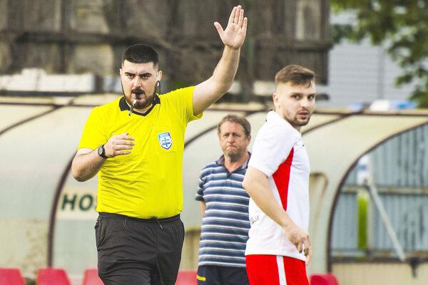 Marek Bajči pískal semifinálové zápasy.