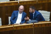 Minister hospodárstva Richard Sulík (SaS) a poslanec NR SR Marián Viskupič (SaS) počas rokovania NR SR 9. júla 2020 v Bratislave.