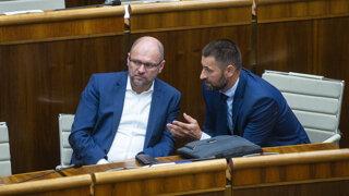 Parlament schválil podnikateľské kilečko, ruší sa bankový odvod
