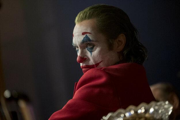 Joker v podaní Joaquina Phoenixa.