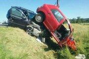 Pri Hornej Strehovej sa zrazili tri autá.