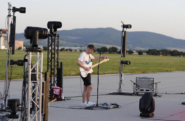Gitarista skupiny Billy Barman Jozef Vrábel.