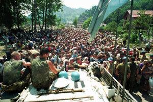 Holandskí vojaci nemali ako ľudí v Srebrenici ochrániť.