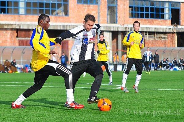 Pavol Kosík (v čierno-bielom drese)