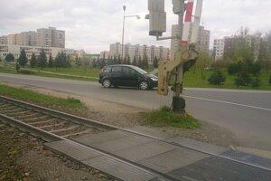 železniční priecestie pred sídliskom Západ.