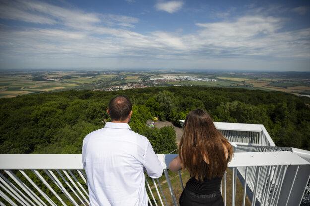 Návštevníci na Vyhliadkovej veži Devínska Kobyla