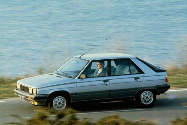 Prezývku hovoriace auto dostal už model Renault 11 Electronic v roku 1983