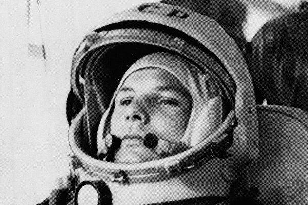 Gagarin cestou na rampu.