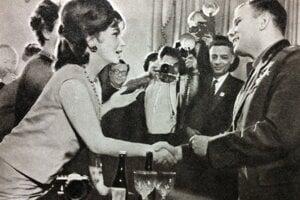 Bol hviezdou, ktorá sa stretávala s celebritami doby.