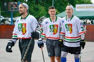 Kľúčoví hráči Hbk Čadca na turnaji: zľava: Adam Greguš, Adrián Holešinský, Tomáš Bajánek.