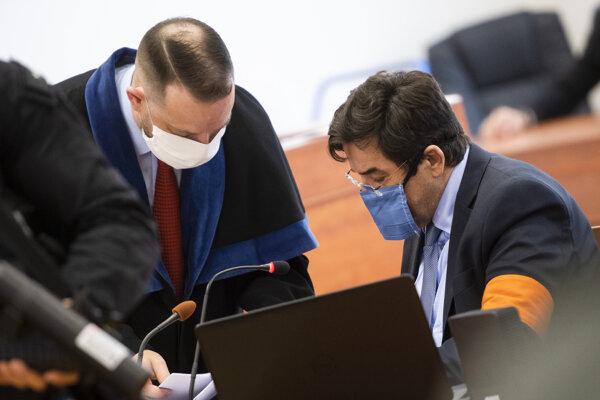 Obžalovaný Marian Kočner (vpravo) a jeho obhajca Marek Para na súde v prípade vraždy novinára Jána Kuciaka a jeho snúbenice Martiny Kušnírovej.