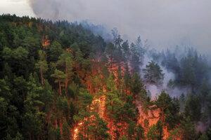 Požiare v regióne sa nedarí zastaviť.