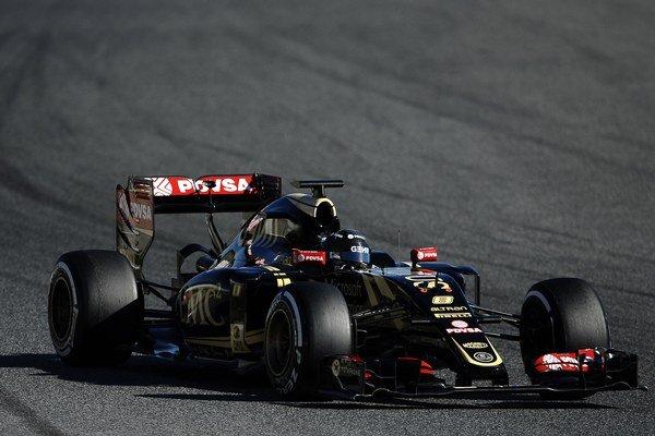 Francúzsky pilot tímu Lotus Romain Grosjean počas predsezónnych testov.