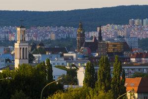 Pohľad na centrum mesta zo sídliska Železníky.