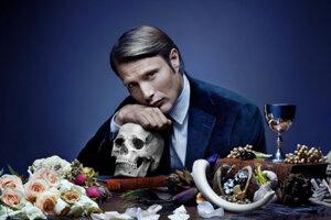 Mads Mikkelsen ako Hannibal Lecter v seriáli Hannibal.