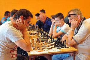 Na turnaji Prešov Open 2020 si bude lámať hlavu 90 šachistov.