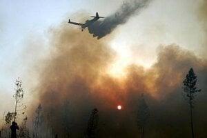 Na uhasenie požiaru spotrebovali záchranári 17 miliónov litrov vody.