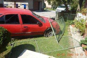 Vo Veľkej Lúke nabúral do plotu.
