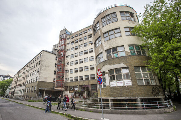 Komplex na Bezručovej prechádza rekonštrukciou.