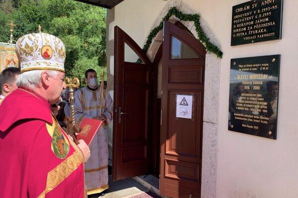 Gréckokatolícky arcibiskup metropolita Ján Babjak počas odhalenia pamätnej tabule v Nižných Repašoch.