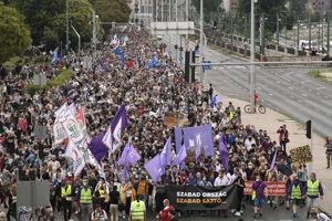Na protest proti odvolaniu šéfredaktora Szabolcsa Dullu vyšli do ulíc Budapešti tisícky Maďarov.