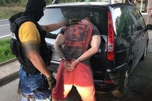 Muža zadržali policajti v piatok.