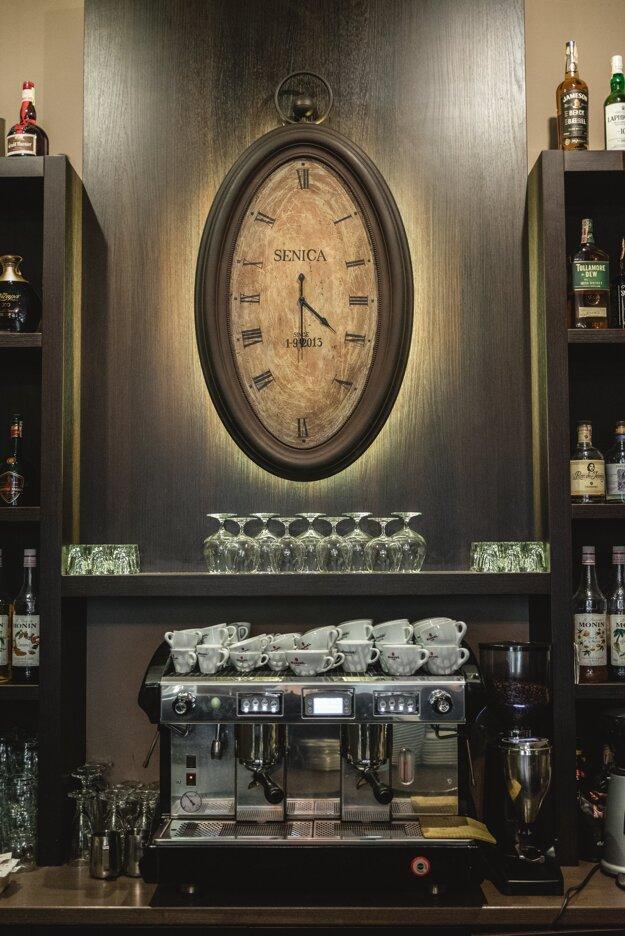 Interiér štýlovej kaviarne vo familiárnom prostredí v centre mesta - kaviareň Positivo café & bar, Senica