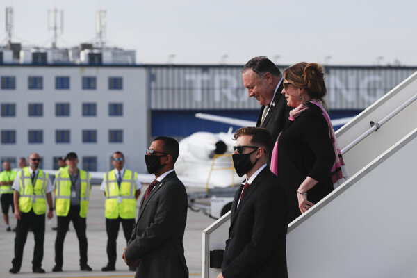 Americký minister zahraničia Mike Pompeo pricestoval do Česka.