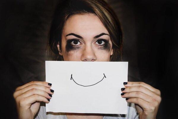 Potláčanie negatívnych pocitov ich neodoženie preč, môže ich podľa odborníkov ešte zosilniť.