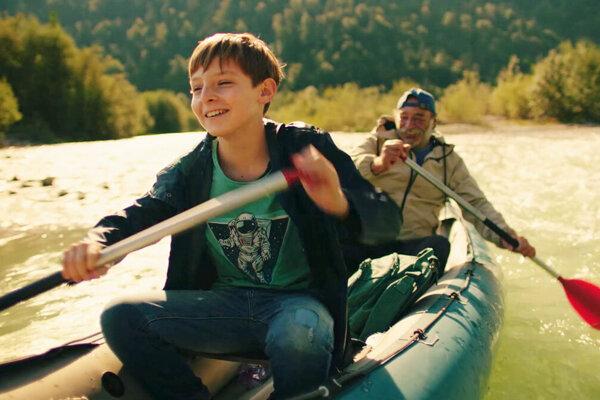 Hlavnú úlohu jedenásťročného Jonáša stvárnil Čech Eliáš Vyskočil. Deda Bernarda si zahral Pavel Nový.