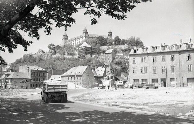 Budovanie Mosta SNP v Bratislave.