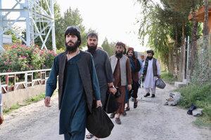 Prví z talibov opúšťajú väzenie Pul-e-Charkhi.