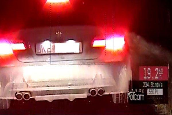 Vozidlo, ktoré prekročilo rýchlosť, krátko pred zastavením.