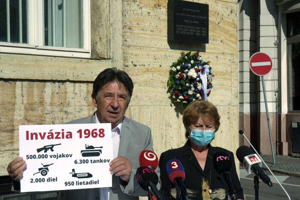 Minister Budaj a poslankyňa Remiášová si uctili obete invázie z roku 1968.