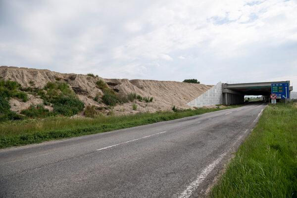 D4/R7 pri bratislavských Jarovciach.